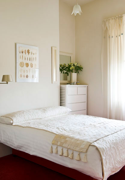 Calm and neutral colours and decor for a bedroom